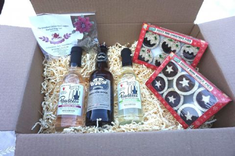 LUXURY DOG CHRISTMAS HAMPER WITH DOG SAFE WINE BEER TEA MINCE PIES & XMAS PUDS